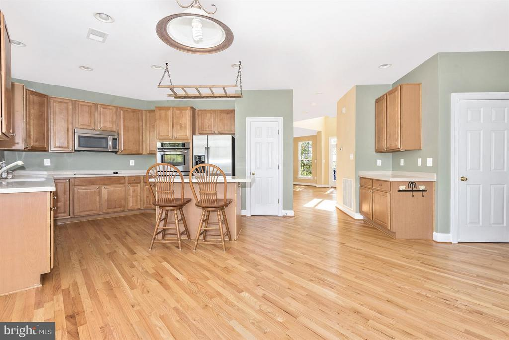 Ample cabinet and counter space - 6830 WOODCREST RD, NEW MARKET