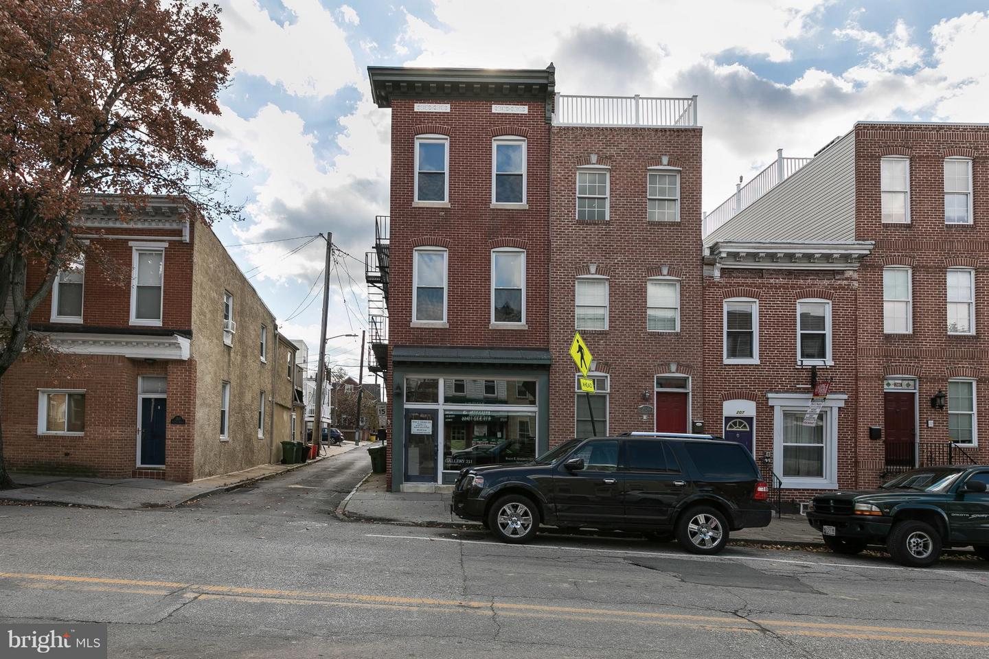 Commercial for Sale at 211 Fort Ave E Baltimore, Maryland 21230 United States