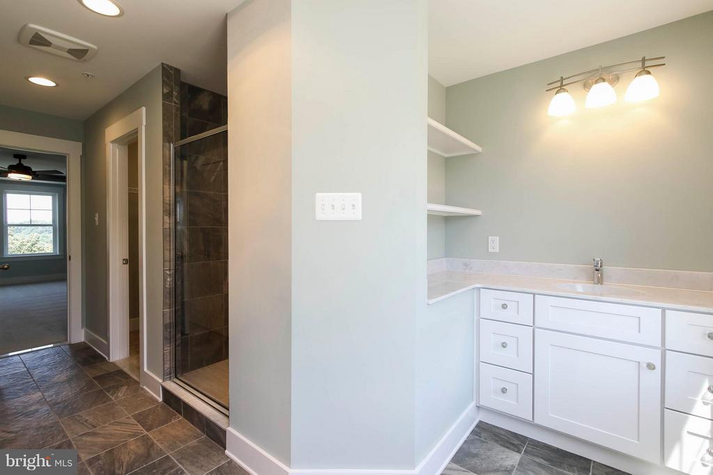Beautiful Master bath - 4736 OLD MIDDLETOWN RD, JEFFERSON