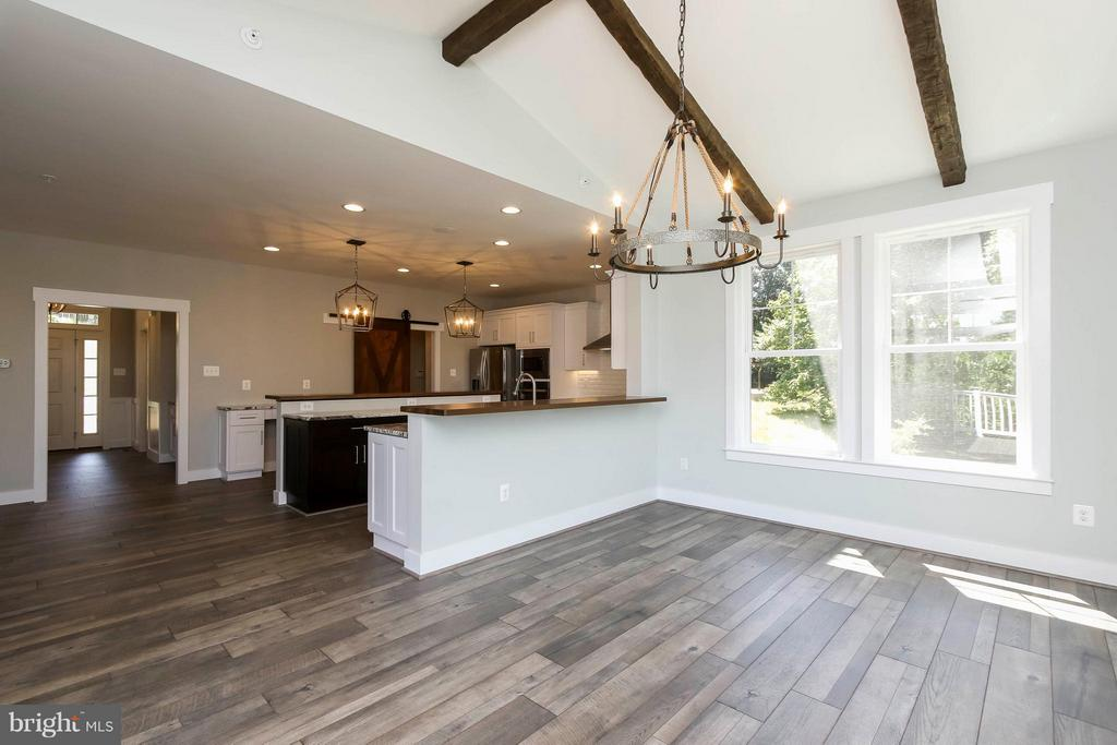 Beautiful sun / dining room off kitchen - 4736 OLD MIDDLETOWN RD, JEFFERSON