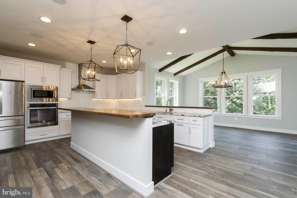 Open kitchen floor plan into dining room - 4736 OLD MIDDLETOWN RD, JEFFERSON
