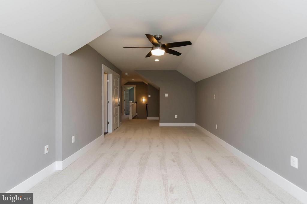 Large rec area on 3rd floor with bath and bed - 4736 OLD MIDDLETOWN RD, JEFFERSON