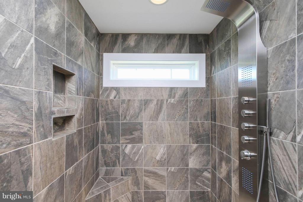Luxurious, modern stone shower - 4736 OLD MIDDLETOWN RD, JEFFERSON