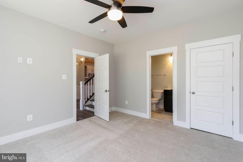 Main Fl guest suite with private bath - 4736 OLD MIDDLETOWN RD, JEFFERSON