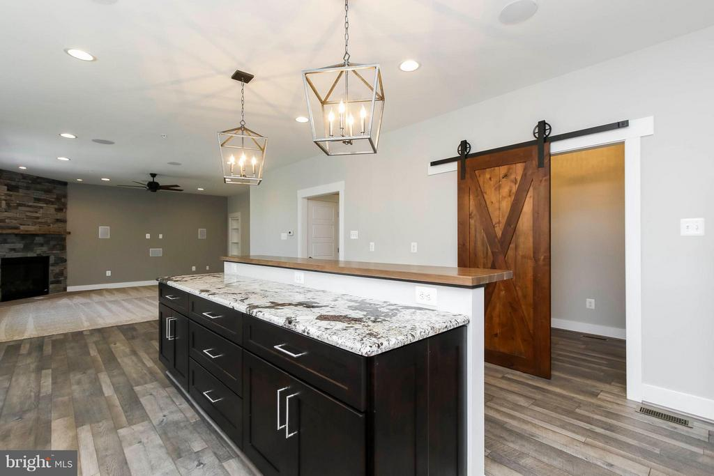 Large island in kitchen and huge mud room - 4736 OLD MIDDLETOWN RD, JEFFERSON
