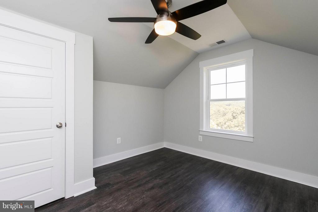 Upper floor bedroom # 5 - 4736 OLD MIDDLETOWN RD, JEFFERSON