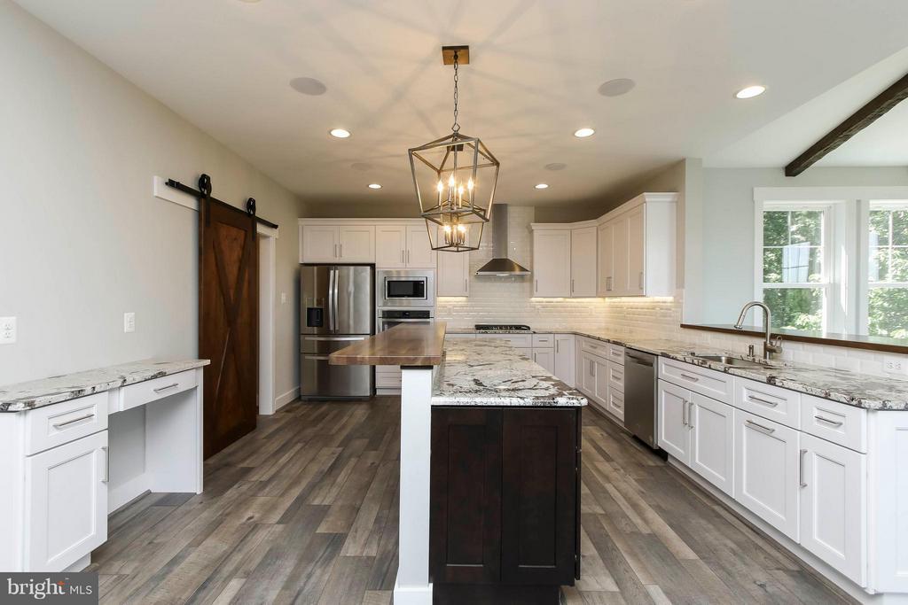 Spacious kitchen open to gorgeous sun room - 4736 OLD MIDDLETOWN RD, JEFFERSON