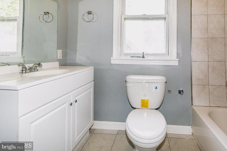 Bath (Master) - 200 51ST ST NE, WASHINGTON