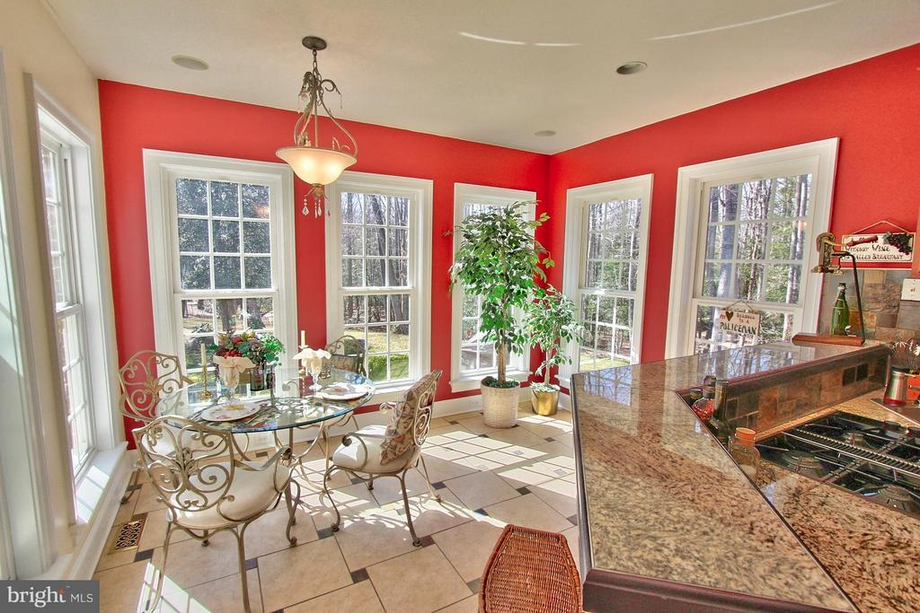 Kitchen & Casual Dining Area - 6818 RIVER RD, FREDERICKSBURG