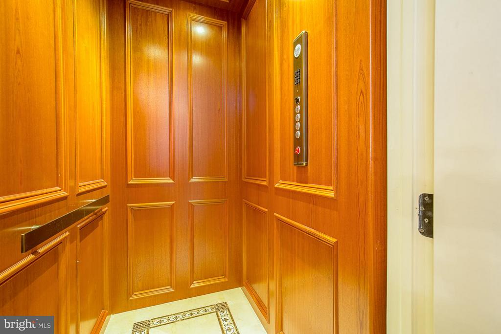 Elevator - 904 CHINQUAPIN RD, MCLEAN