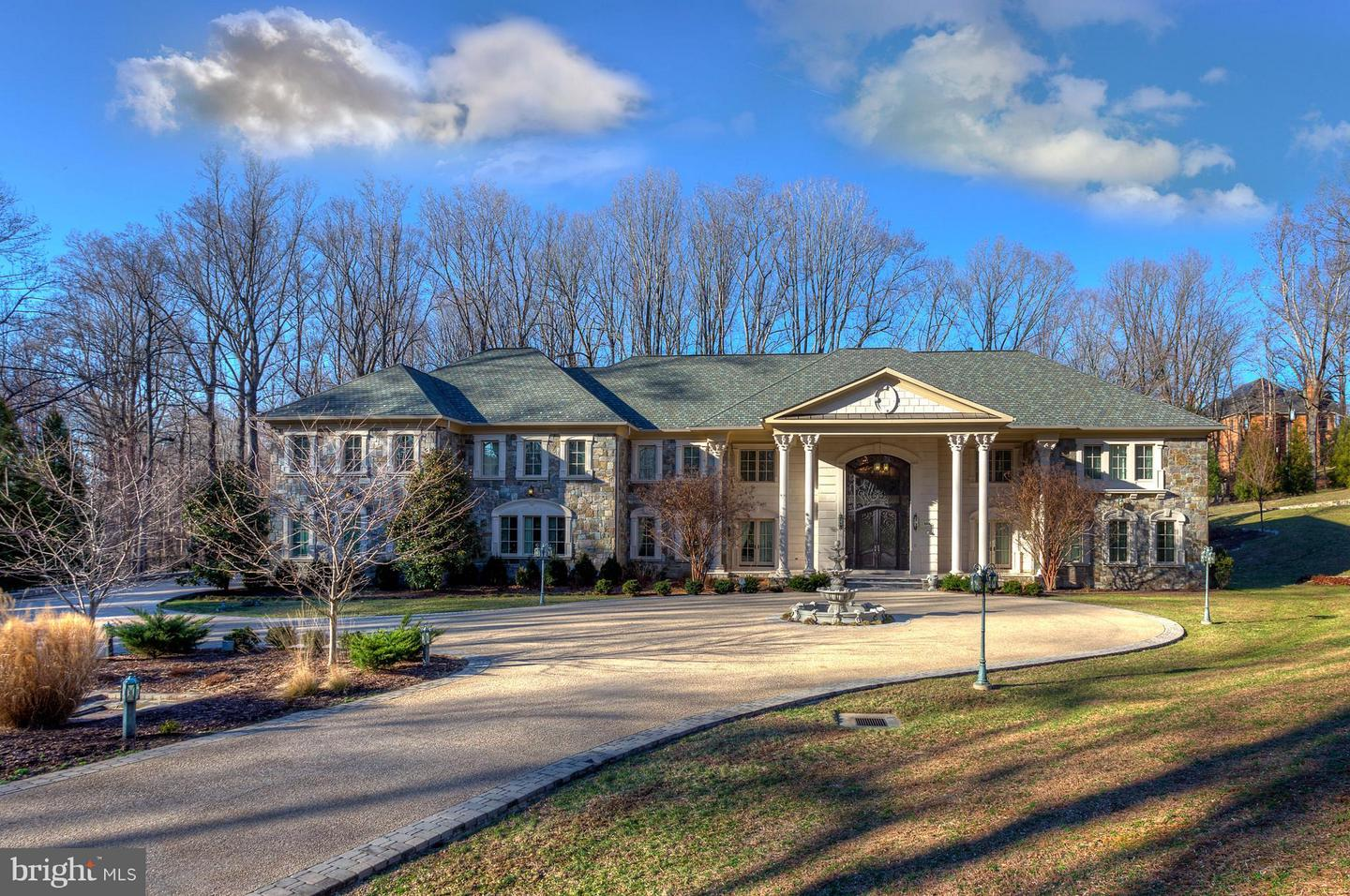 Single Family Home for Sale at 904 Chinquapin Road 904 Chinquapin Road McLean, Virginia 22102 United States