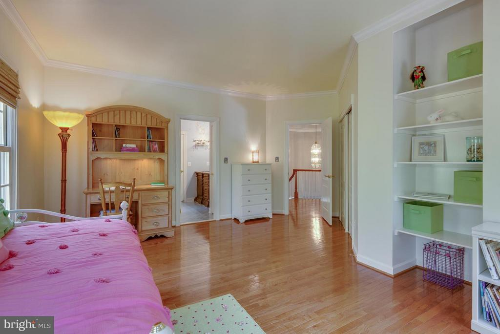 Bedroom with Built Ins, Jack & Jill Bath - 12100 WALNUT BRANCH RD, RESTON