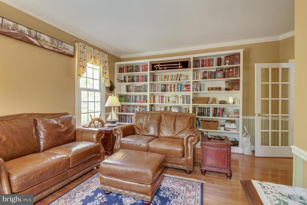 Main level library - 12100 WALNUT BRANCH RD, RESTON