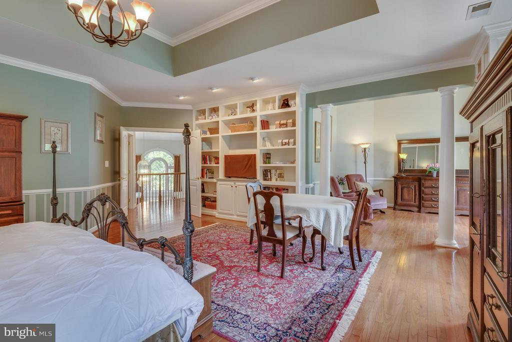 Built Ins, Hardwoods, Sitting Room in Owners Suite - 12100 WALNUT BRANCH RD, RESTON