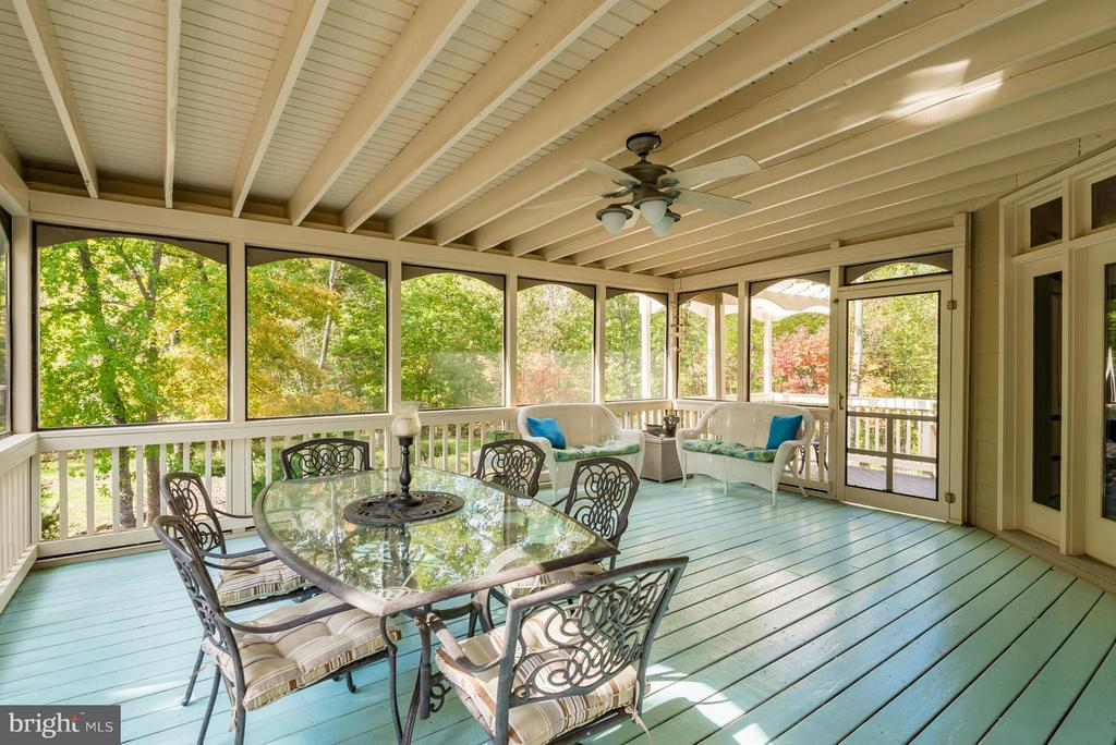 Screened in Porch - 12100 WALNUT BRANCH RD, RESTON