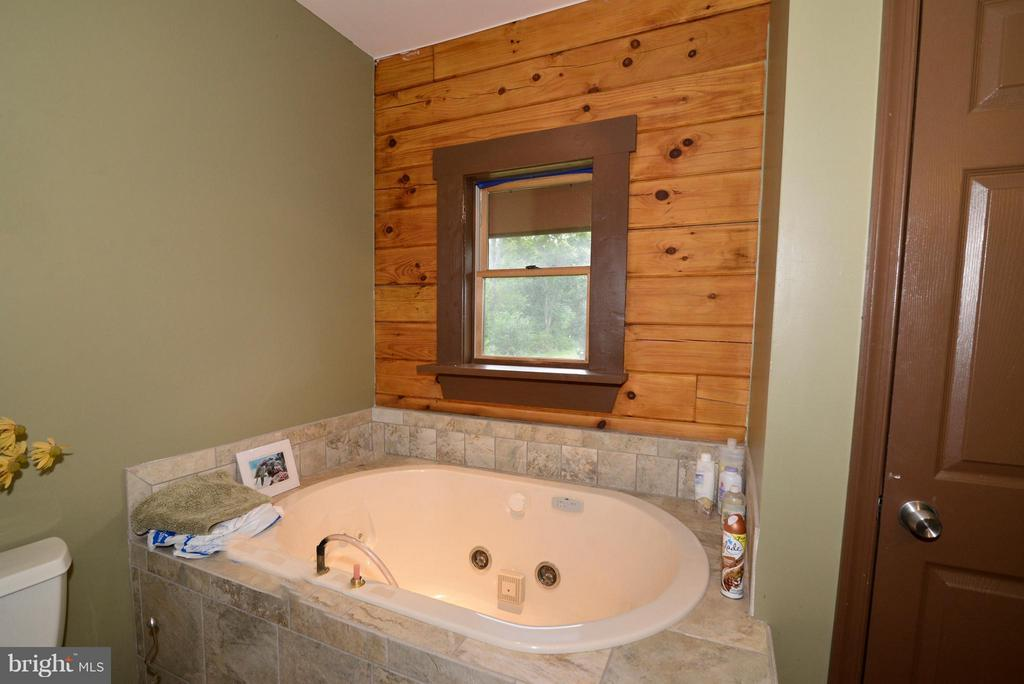 Bath (Master) Soaking Tub - 34894 PAXSON RD, ROUND HILL
