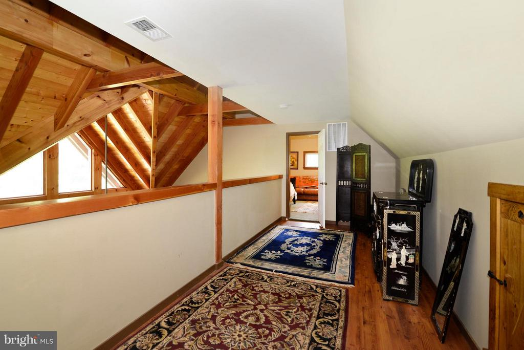 Loft hall between BR 2&3 - 34894 PAXSON RD, ROUND HILL