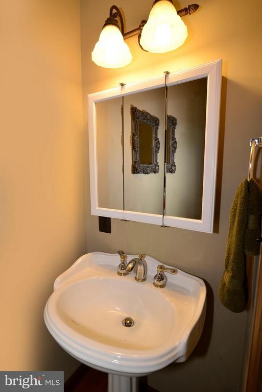 Bath - 34894 PAXSON RD, ROUND HILL