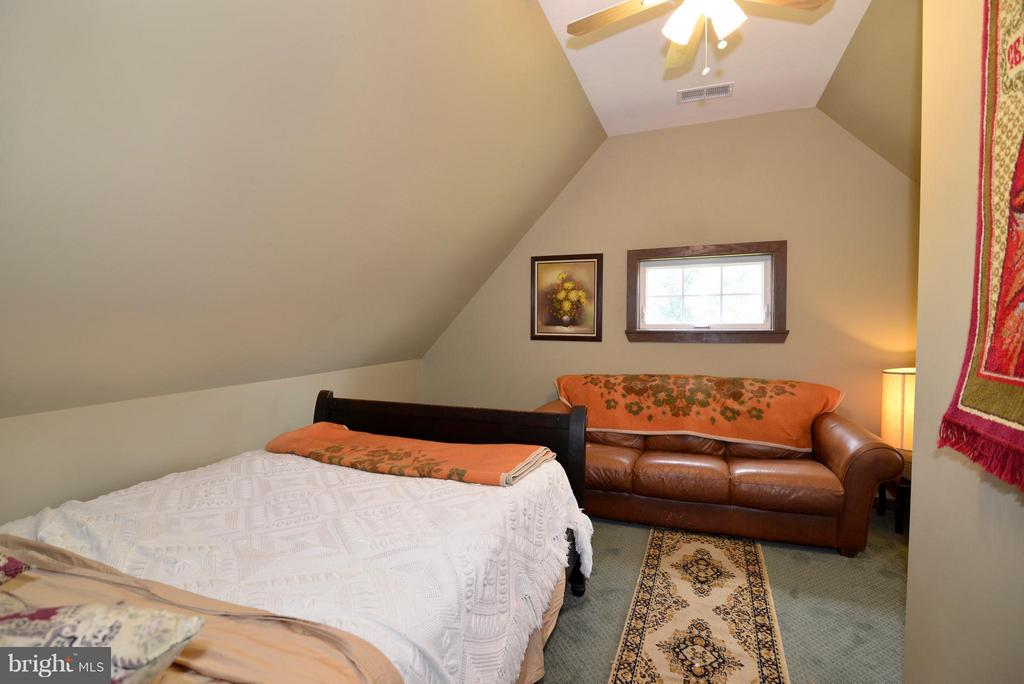 3rd Bedroom Upper Level - 34894 PAXSON RD, ROUND HILL