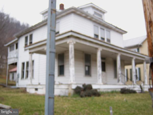 Single Family for Sale at 359 North Washington St. Berkeley Springs, West Virginia 25411 United States