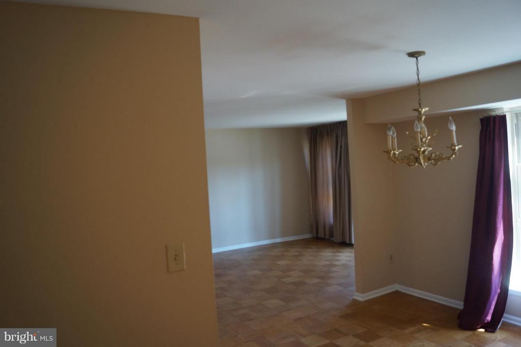 Living Room - 2211 GREENERY LN #103-6, SILVER SPRING
