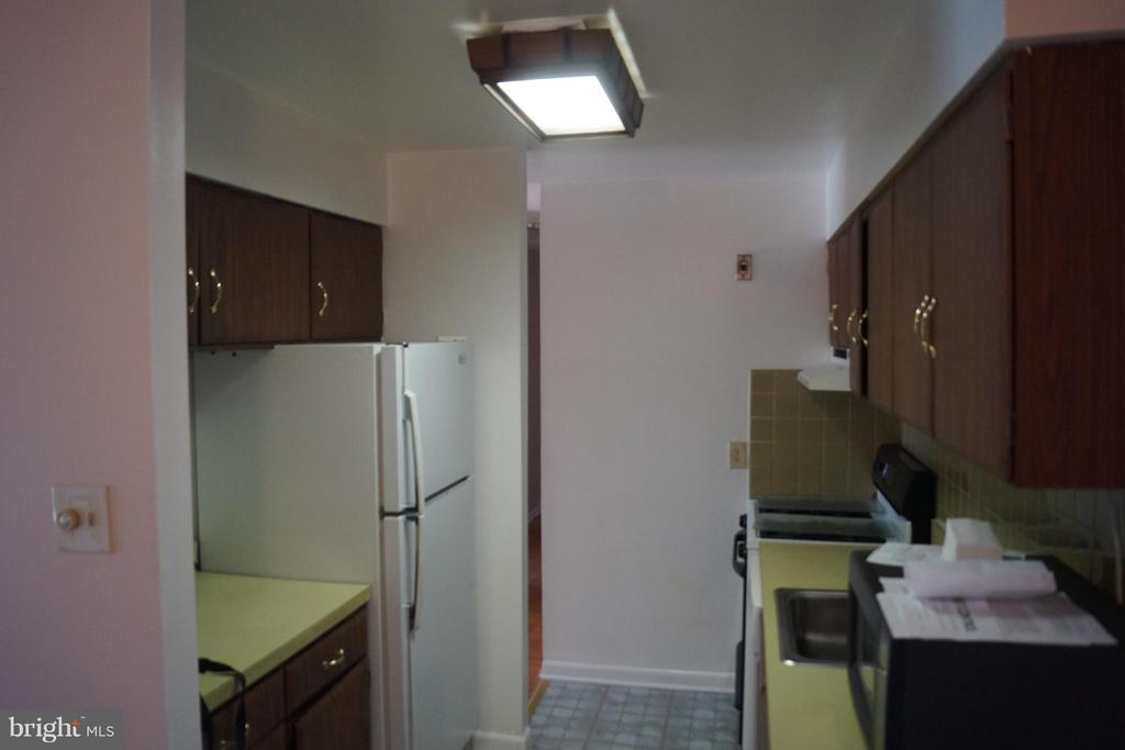 Kitchen - 2211 GREENERY LN #103-6, SILVER SPRING