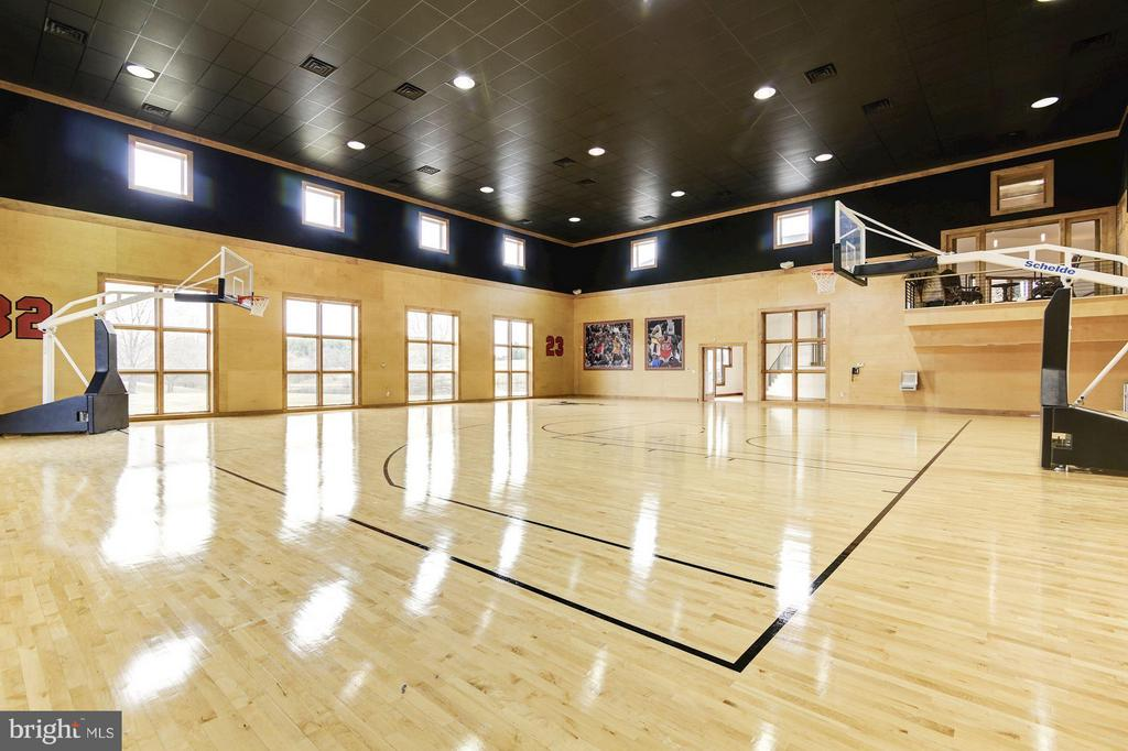 Indoor basketball court - 19290 TELEGRAPH SPRINGS RD, PURCELLVILLE