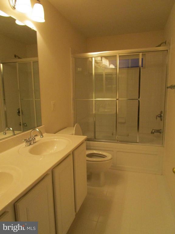 Bath (Master) - 560 EDMONTON TER NE, LEESBURG