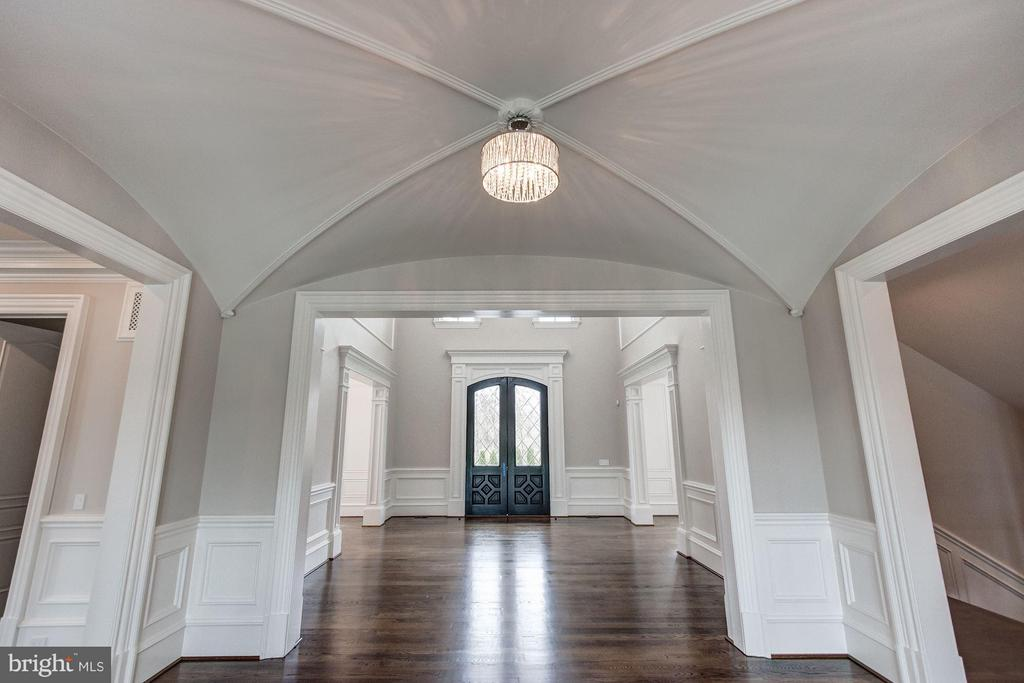 Entry/Foyer - 1181 BALLANTRAE LN, MCLEAN