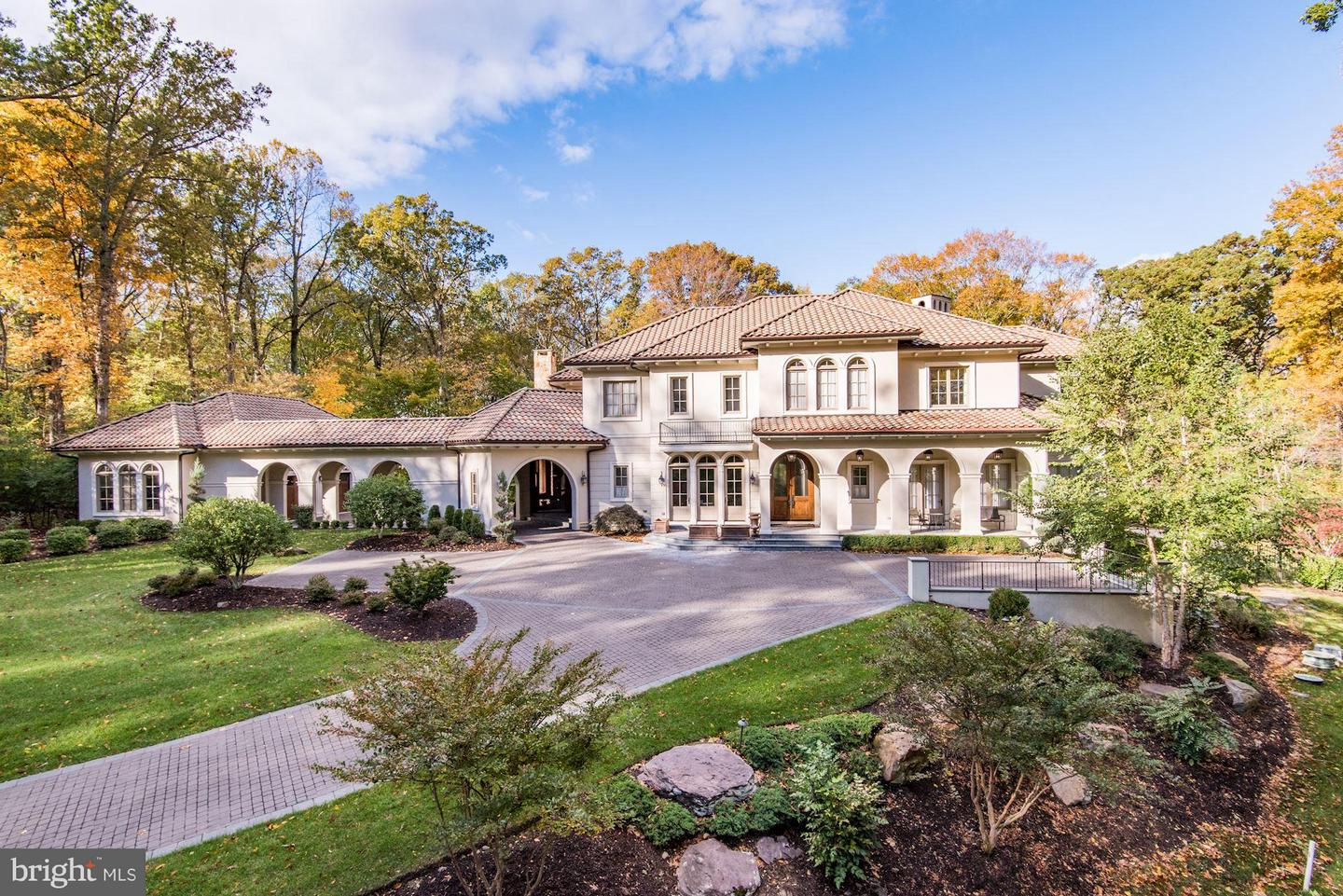 Single Family for Sale at 906 Turkey Run Rd McLean, Virginia 22101 United States