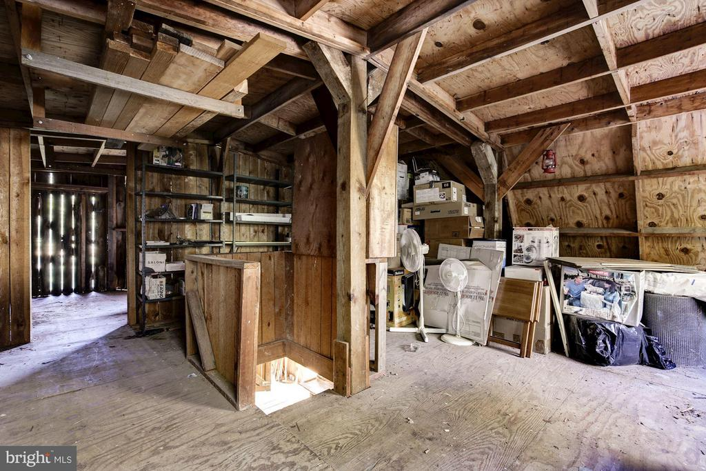 Loft area in barn - 11308 HUNTING HORSE DR, FAIRFAX STATION