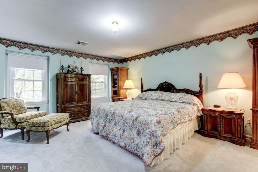 Spacious master suite - 11308 HUNTING HORSE DR, FAIRFAX STATION