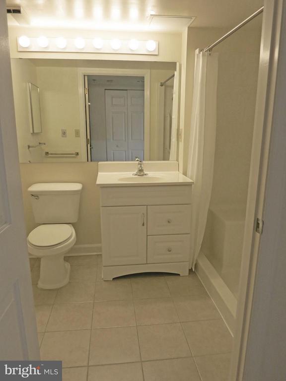 Bath (Master) - 900 TAYLOR ST #807, ARLINGTON