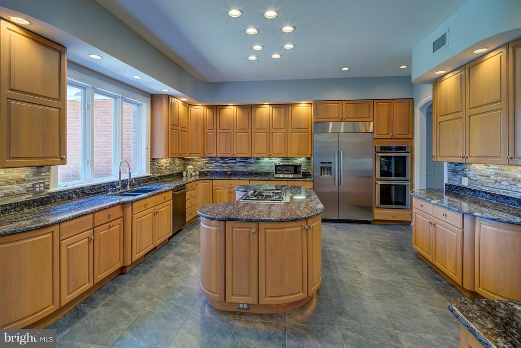 Kitchen - 9531 RIVER RD, POTOMAC