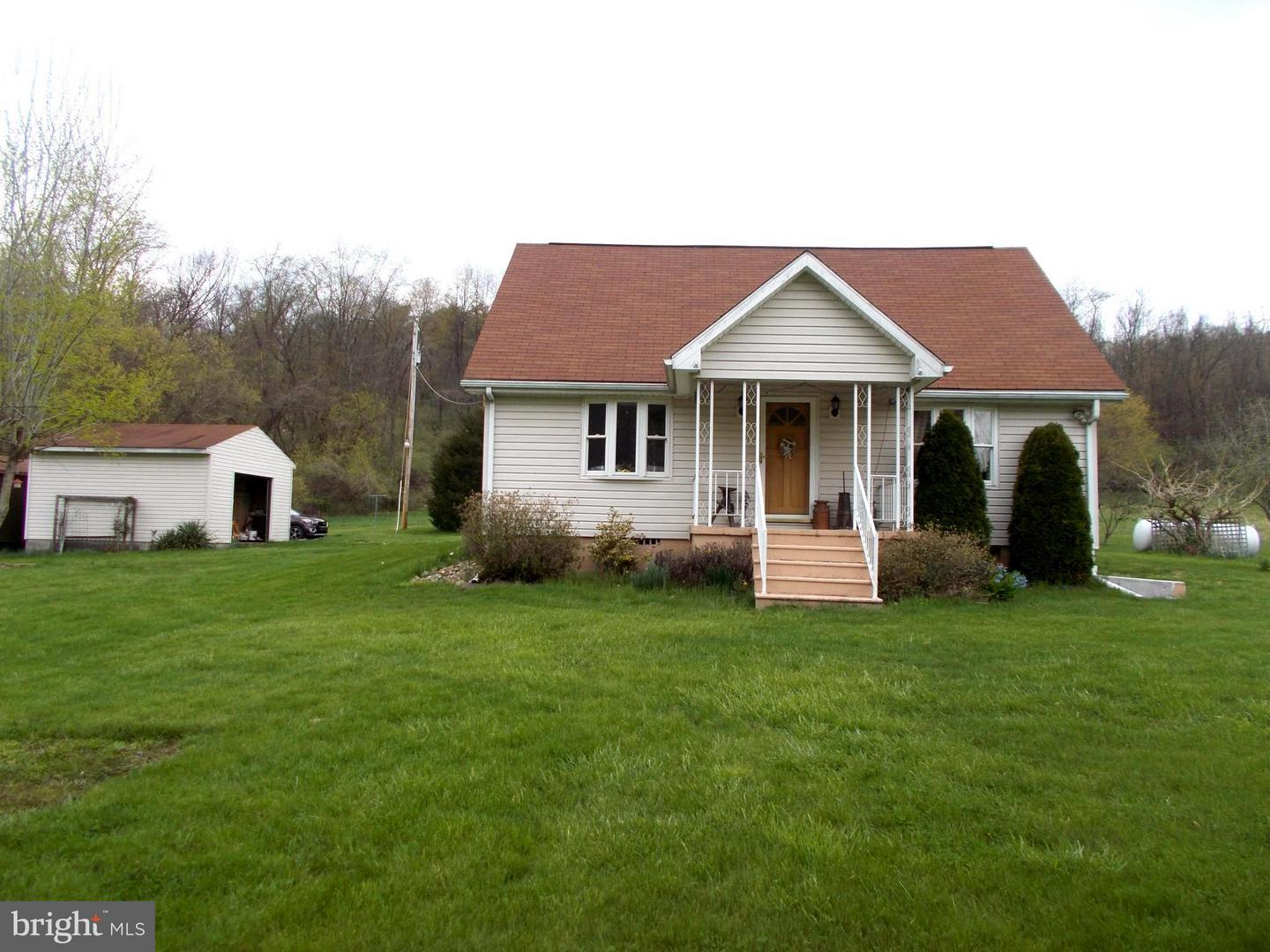 Single Family for Sale at 18186 Patterson Creek Rd Burlington, West Virginia 26710 United States