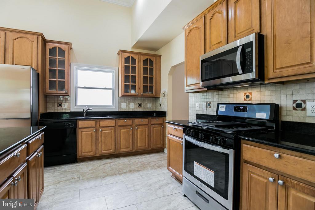 Kitchen - 6739 BOSTWICK DR, SPRINGFIELD