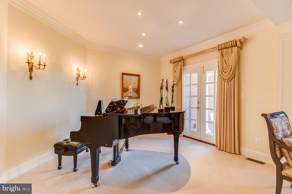 Piano alcove off living room - 2916 SMITHFIELD CT, FREDERICKSBURG
