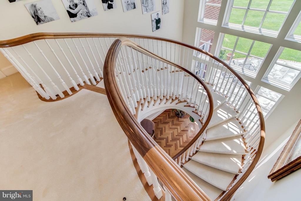 Top of main curved stair - 2916 SMITHFIELD CT, FREDERICKSBURG