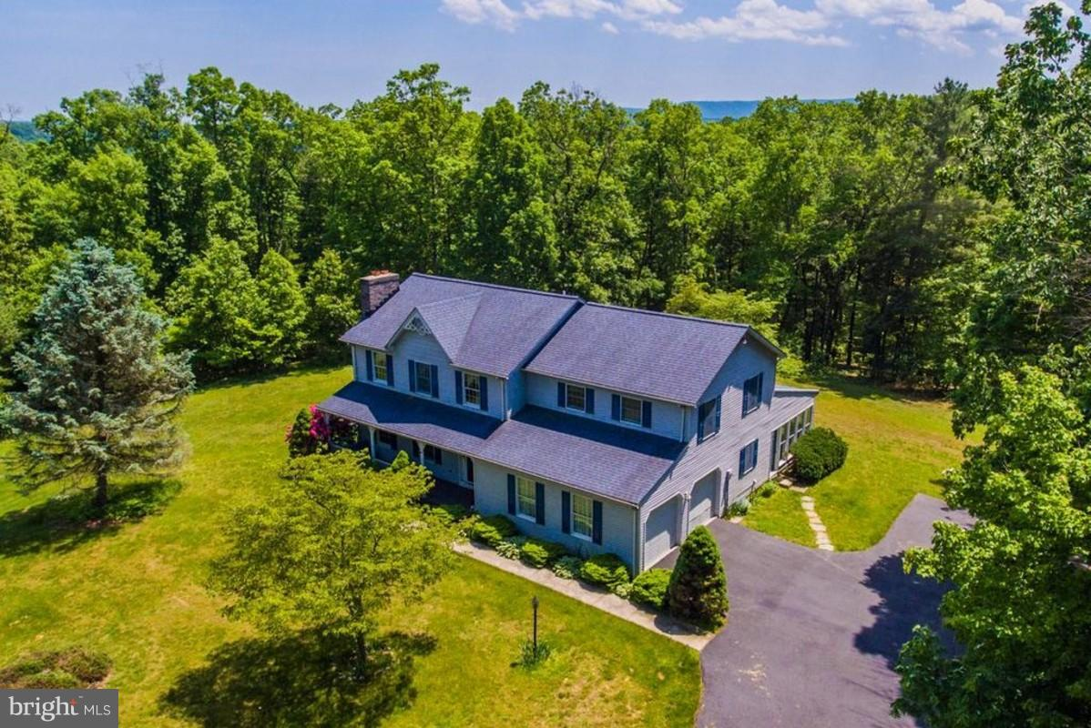 Single Family for Sale at 6229 Robinson Rd Hancock, Maryland 21750 United States