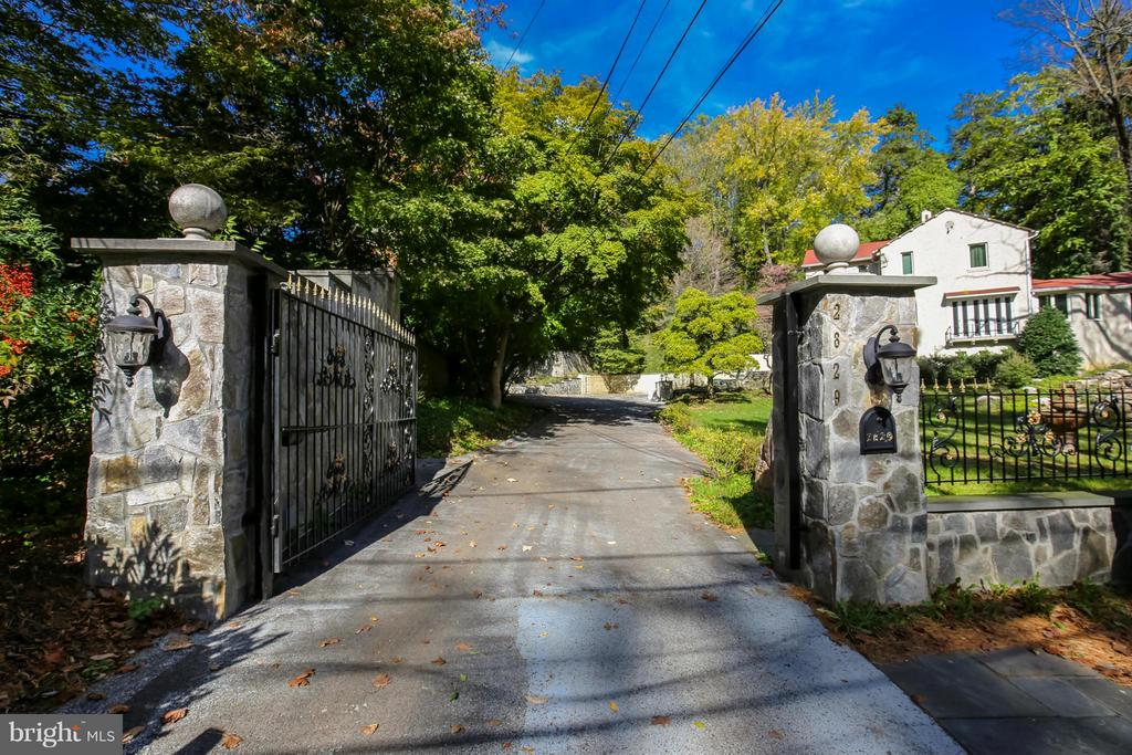 Gated Drive for Privacy - 2829 TILDEN ST NW, WASHINGTON