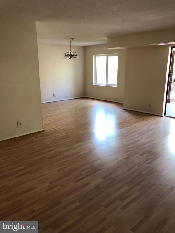 Living Room - 8360 GREENSBORO DR #309, MCLEAN