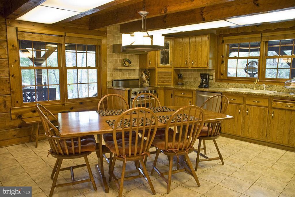 Kitchen - 344 PROVIDENCE LN, BLUEMONT