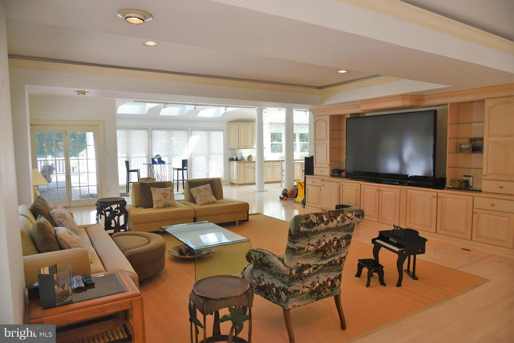 Family Room - 8912 OLD DOMINION DR, MCLEAN