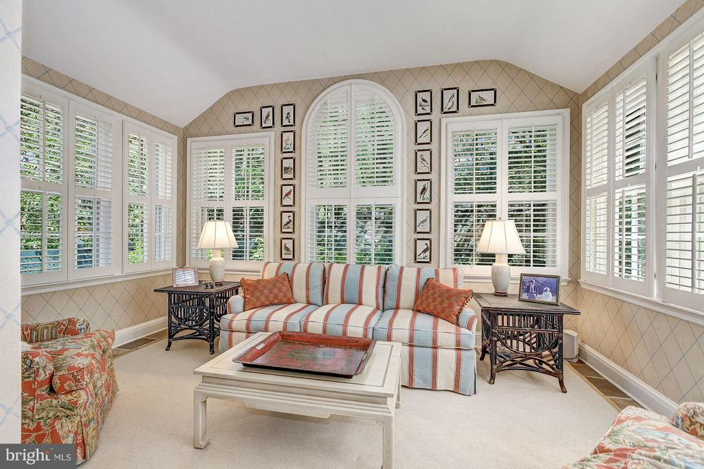 Sun room - 4880 GLENBROOK RD NW, WASHINGTON