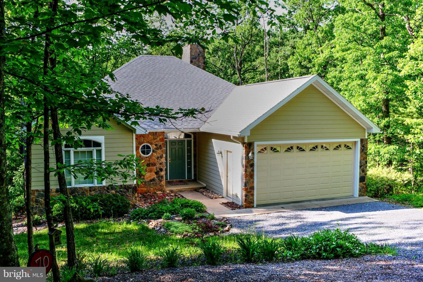 Single Family for Sale at 70 Miller Rd Basye, Virginia 22810 United States
