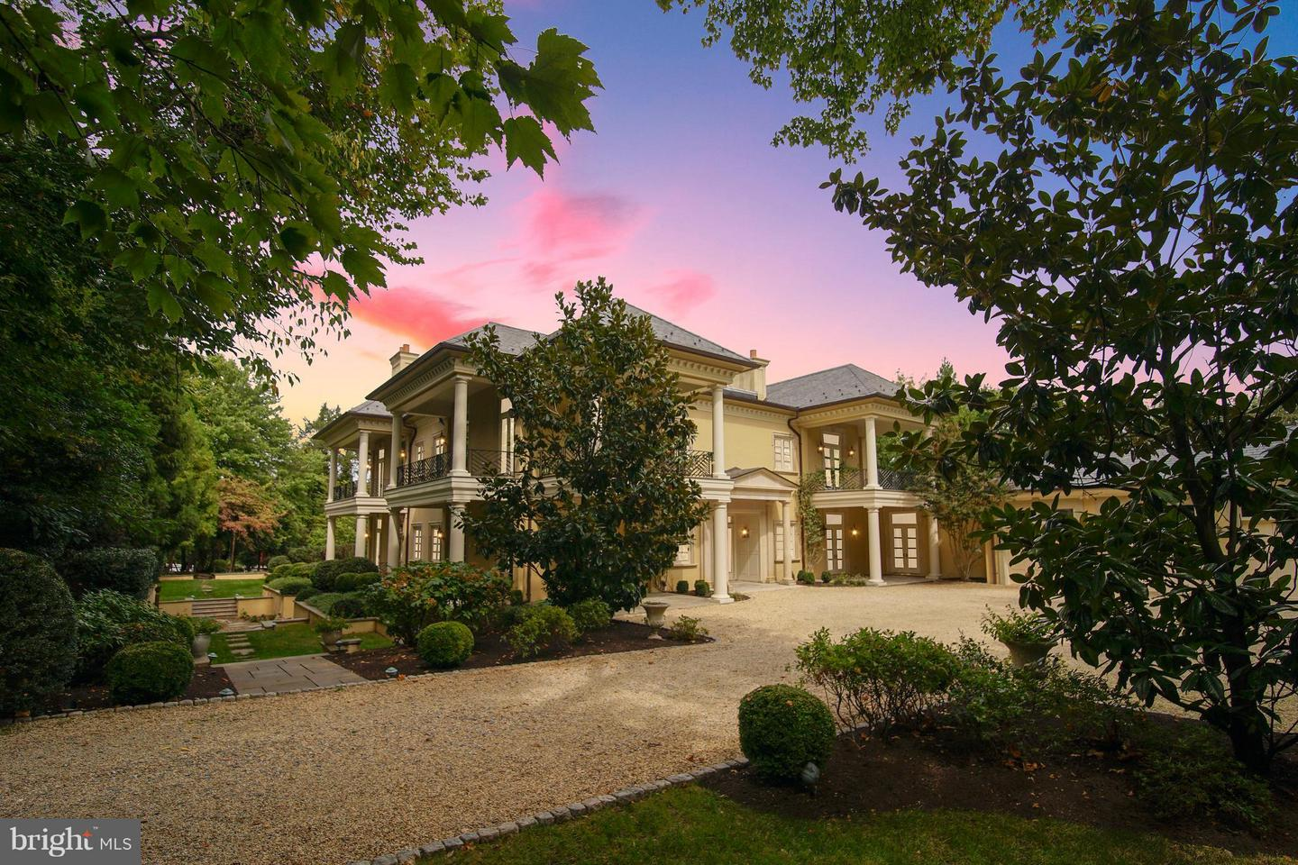 Single Family for Sale at 1105 Waverly Way McLean, Virginia 22101 United States