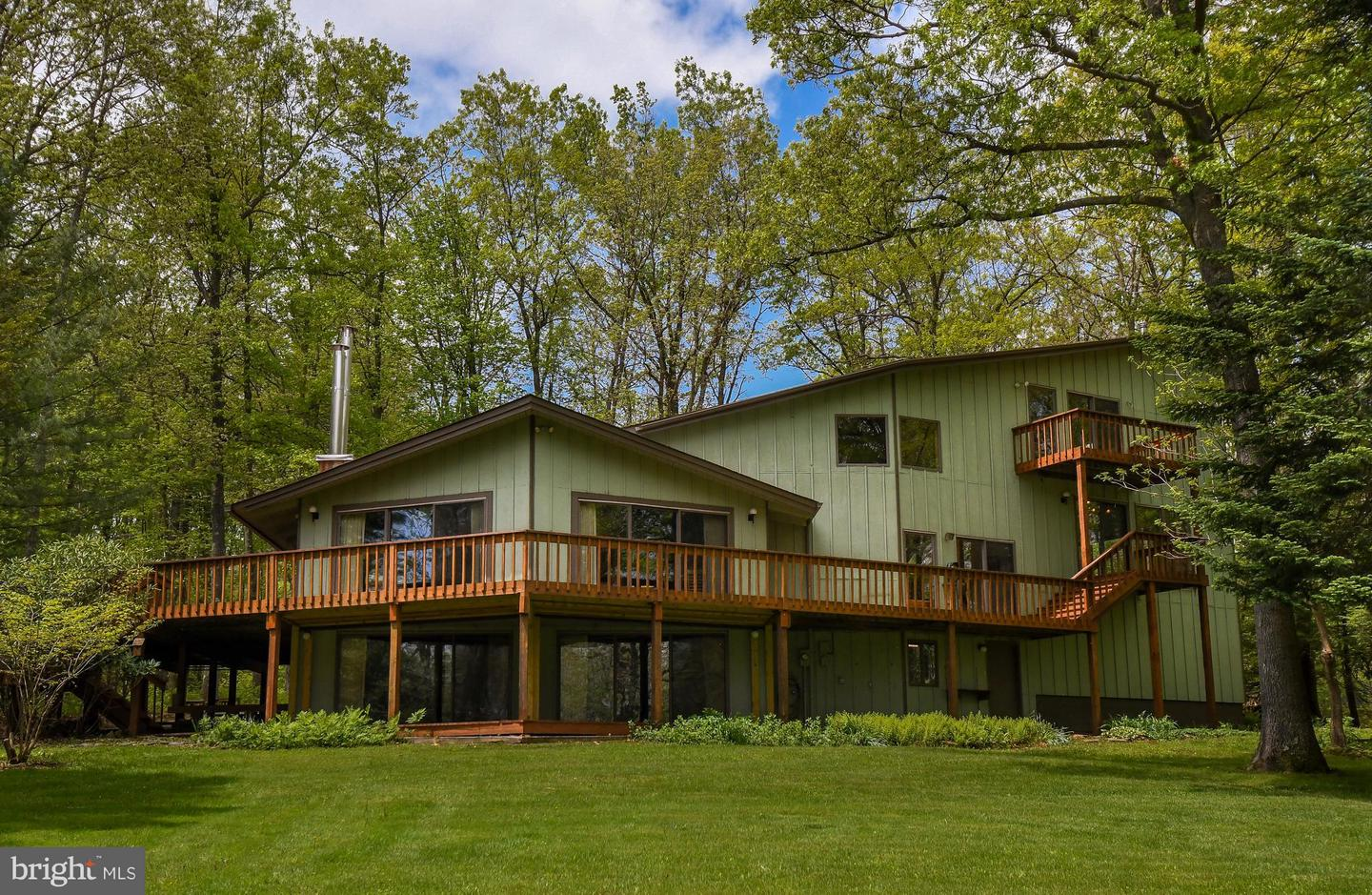 Photo of home for sale at 901 Pine Tree Point Road, Swanton MD