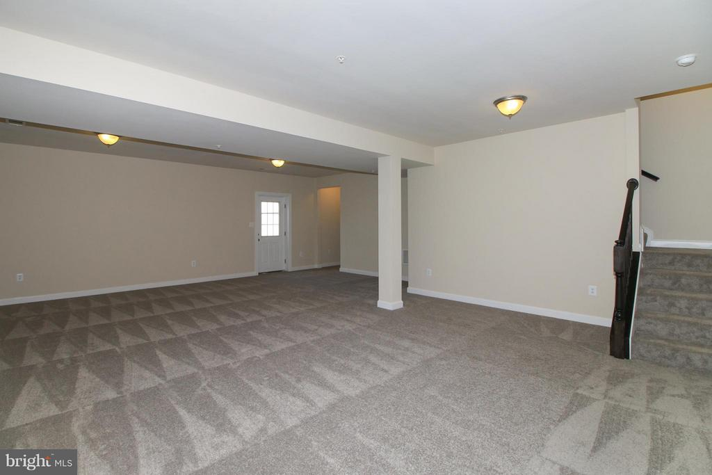 Fully finished carpeted recreation room - 5514 GOLDEN EAGLE RD, FREDERICK