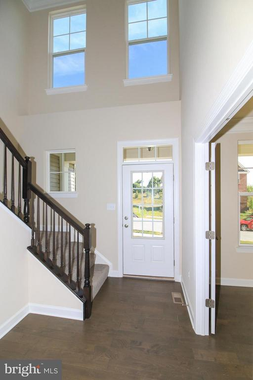 Hardwood foyer - 5514 GOLDEN EAGLE RD, FREDERICK