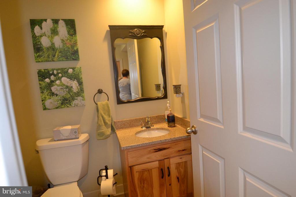 Main level full bath - 13878 POND VIEW LN, MERCERSBURG